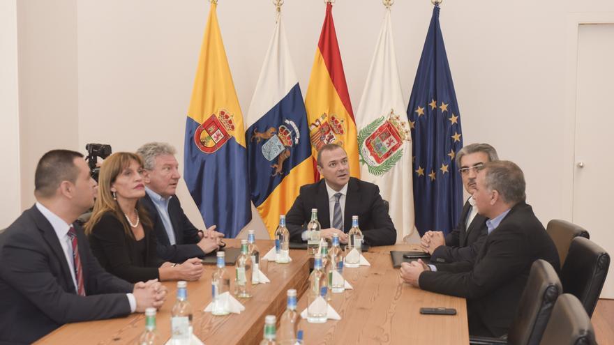 Reunión mantenida por el grupo parlamentario de Nueva Canarias con los responsables del grupo de gobierno del Ayuntamiento de Las Palmas de Gran Canaria
