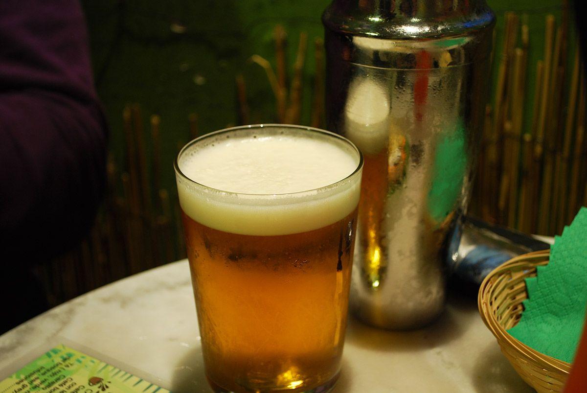 Doble de cerveza y coctelera_Malasaña a mordiscos_Coco Bar