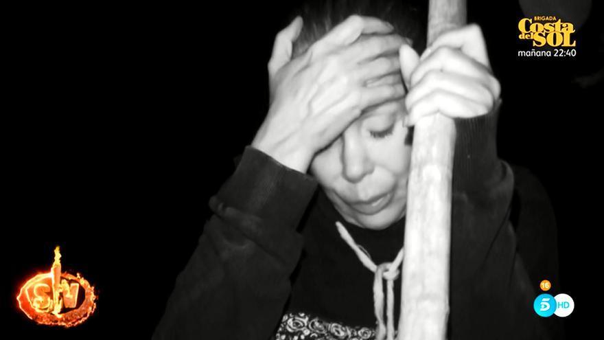 Isabel Pantoja, durante la mala noche que ha pasado en 'Supervivientes'