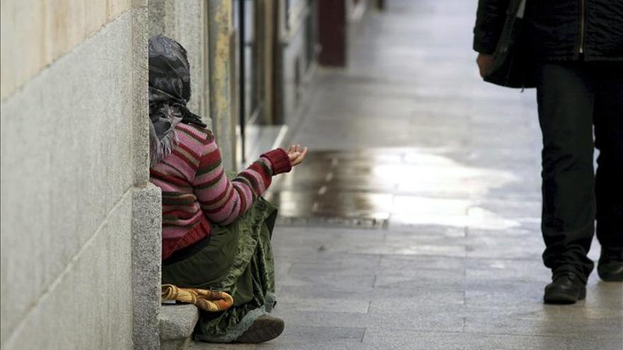 Ana Botella pretende prohibir la mendicida a las puertas de establecimientos educativos, comerciales y hospitales