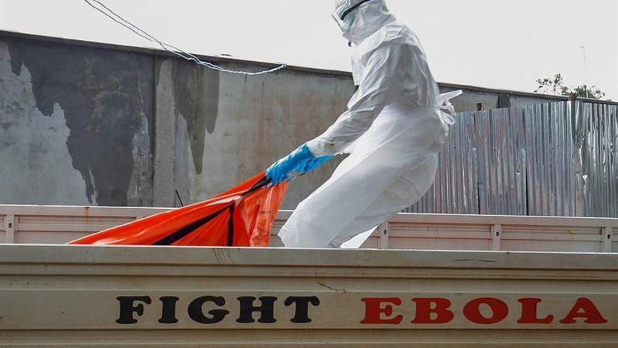 El ébola alcanza una zona urbana de la RD del Congo mientras se ultima la vacunación