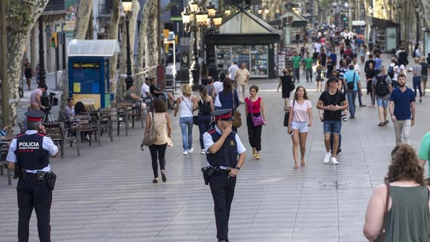 La rambla de Barcelona, un día después del atentado