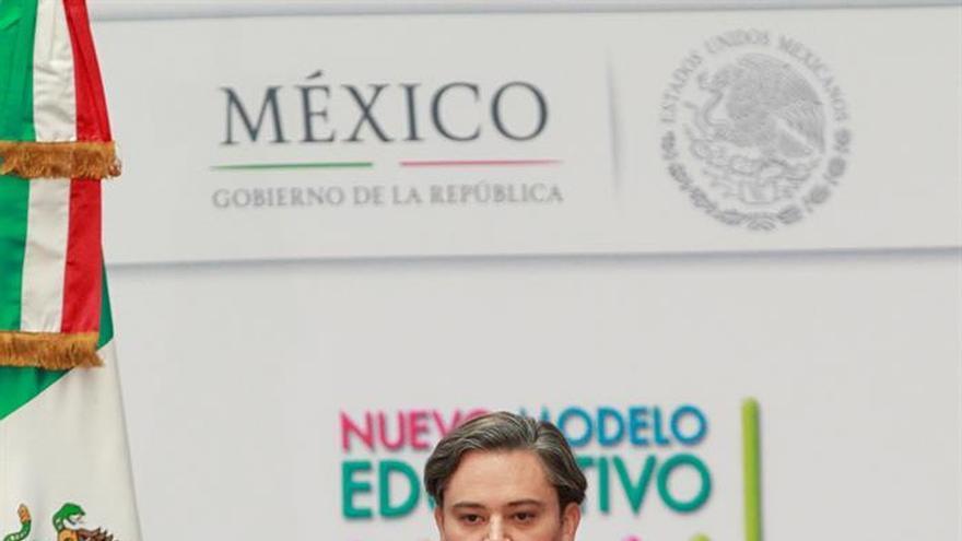 Secretario mexicano de Educación anuncia apoyos a repatriados desde EEUU