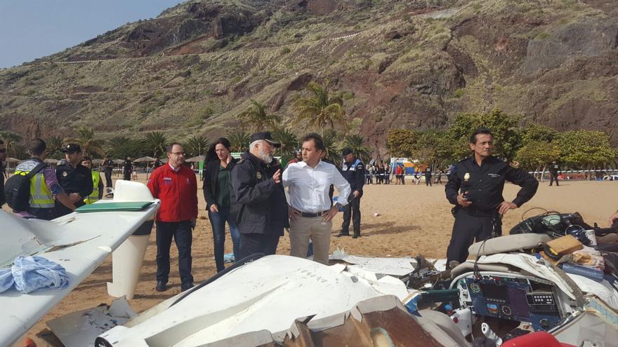 El alcalde de Santa Cruz, José Manuel Bermúdez, en el lugar del incidente