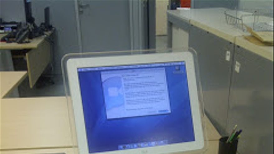 iMAC G4 con pantalla LCD (Imagen: Museum of Computers)