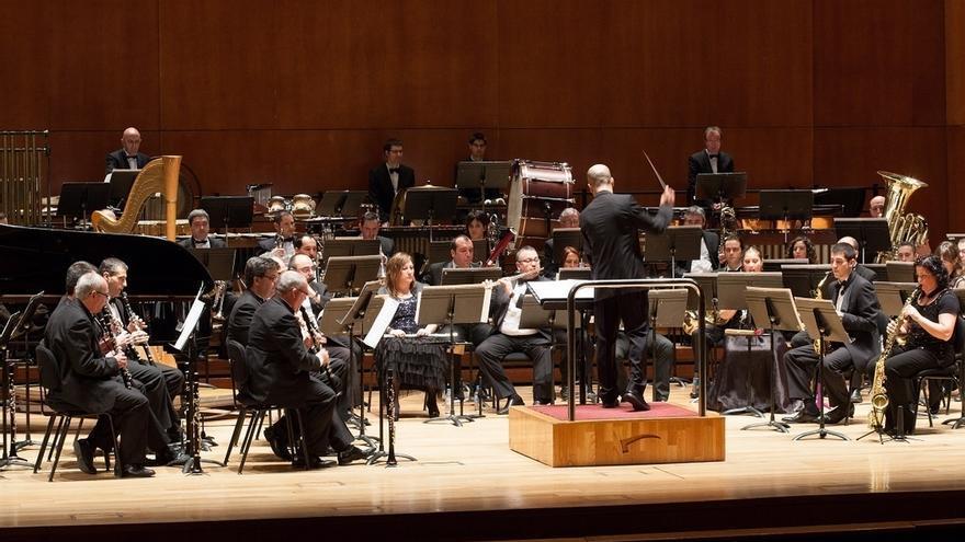 La Banda Municipal de Música de Bilbao actúa este domingo bajo la batuta del director Philip Sparke