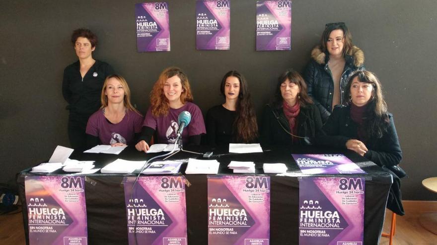 Integrantes de la Asamblea Feminista de Cantabria en la presentación de la huelga del 8M.   R.A.