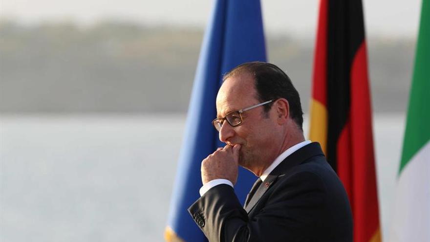 Hollande dice que Francia apoyará a Colombia para aplicar el acuerdo de paz