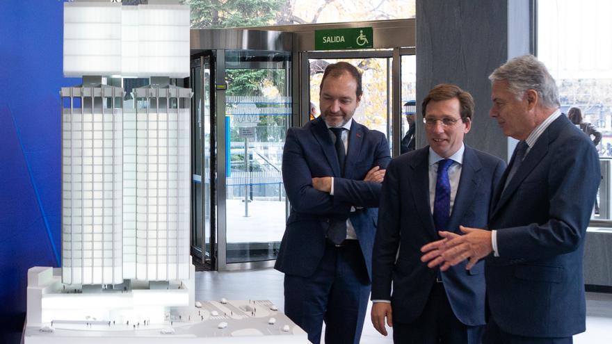 El alcalde de Madrid y el concejal de Desarrollo Urbano en la presentación del proyecto. / Mutua Madrileña