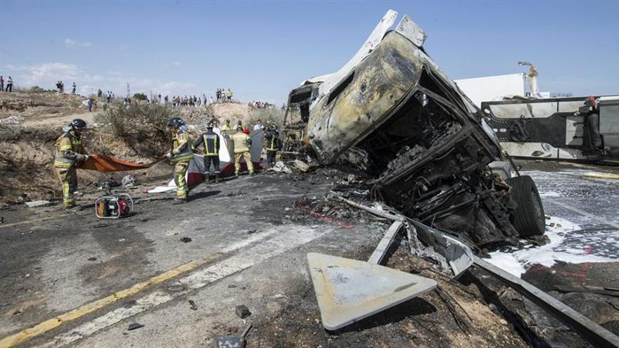 Tres muertos al colisionar dos camiones y dos turismos en Murcia