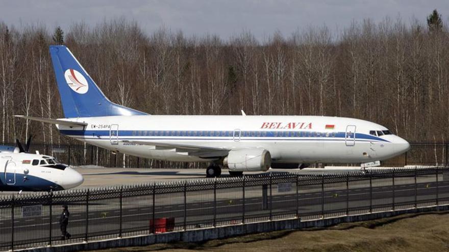 Efectúan registros en un vuelo de Minsk a Milán por amenaza de bomba