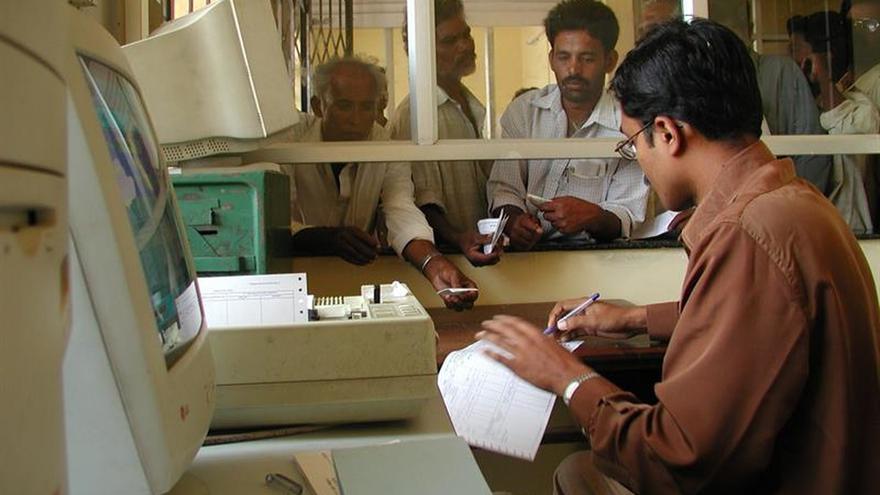 Unos 950 millones de indios carecen de conexión a internet, según un estudio
