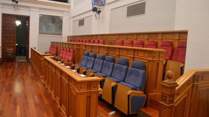 En azul, los escaños del gobierno de Castilla-La Mancha en las Cortes de CLM / Foto: Javier Robla