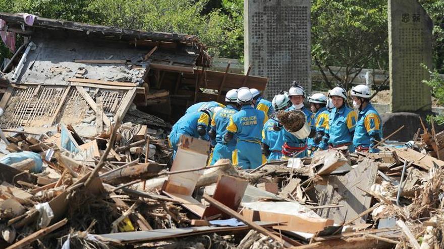 Unos 18.000 voluntarios ayudan en zonas afectadas por las lluvias en Japón