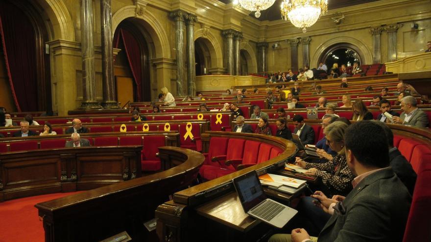 El Parlament rechaza la disolución del Diplocat y las delegaciones del Govern en el exterior