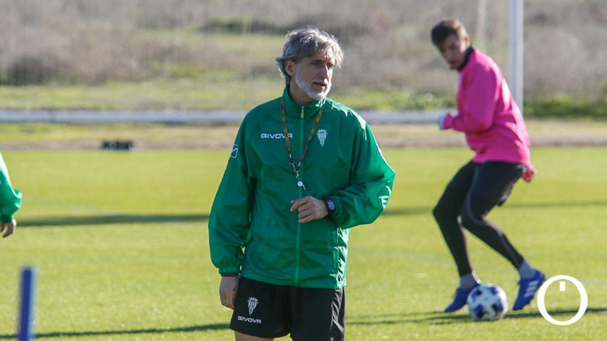 Pablo Alfaro, en un entrenamiento con el Córdoba