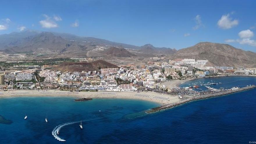 Vista del litoral de Los Cristianos, en el municipio tinerfeño de Arona, en el sur de la isla