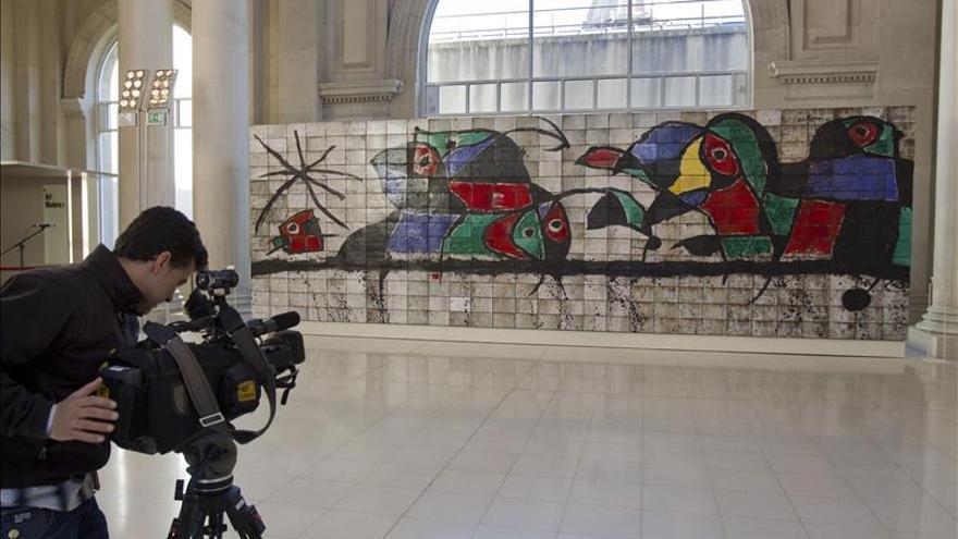 El mural de mir ya luce en el museo nacional de arte de for Mural nuestra carne