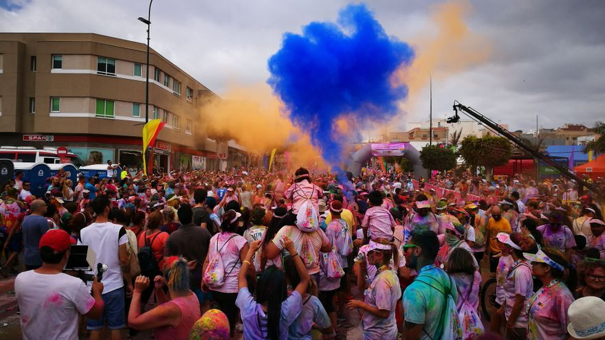 La carrera durante el Ingenio Colour Festival.