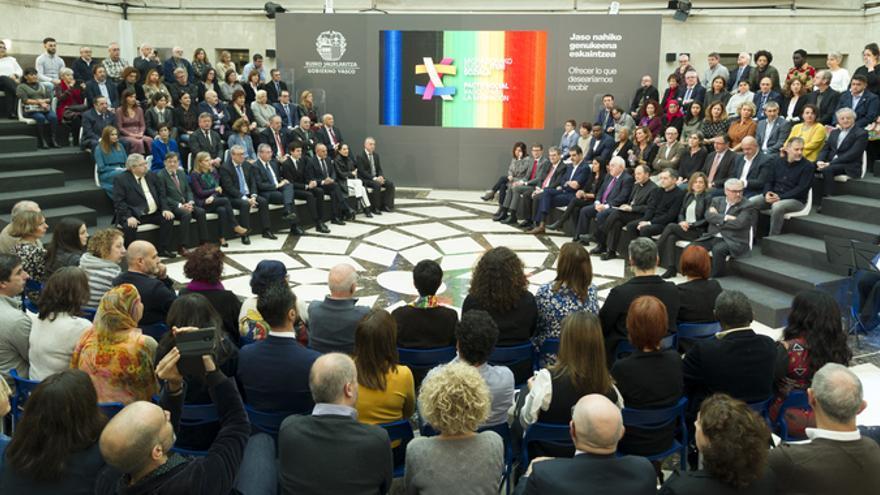 Euskadi suscribe el Pacto Social para la Inmigración