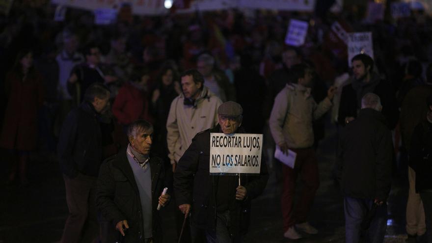 Los no tan jóvenes, convertidos en el colchón económico de muchas familias, también salieron a la calle. \ Olmo Calvo