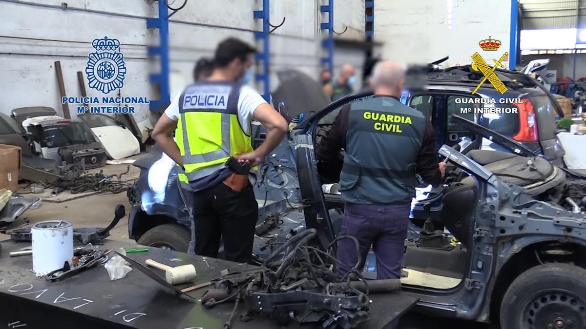 Detenidos en Córdoba tres miembros de una red que exportaba vehículos robados