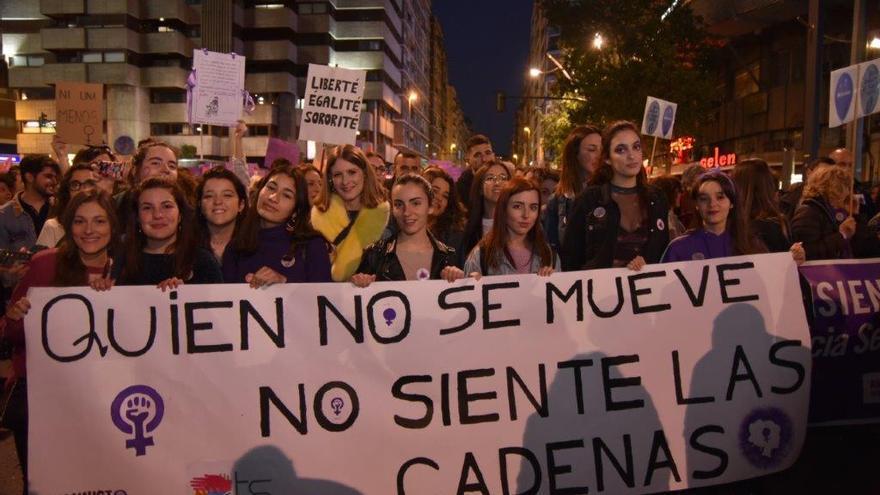 Las estudiantes participaron masivamente en la manifestación