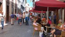 Turistas en la Calle Real de Santa Cruz de La Palma.