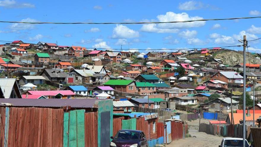 El humo de las yurtas urbanas asfixia a Ulán Bator, la capital mongola