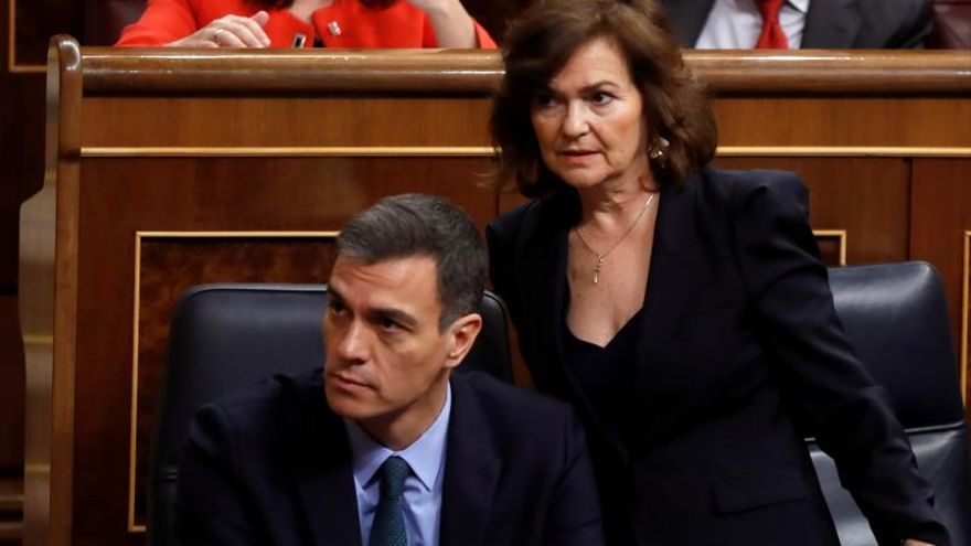 Pedro Sánchez junto a Carmen Calvo durante el debate presupuestario.