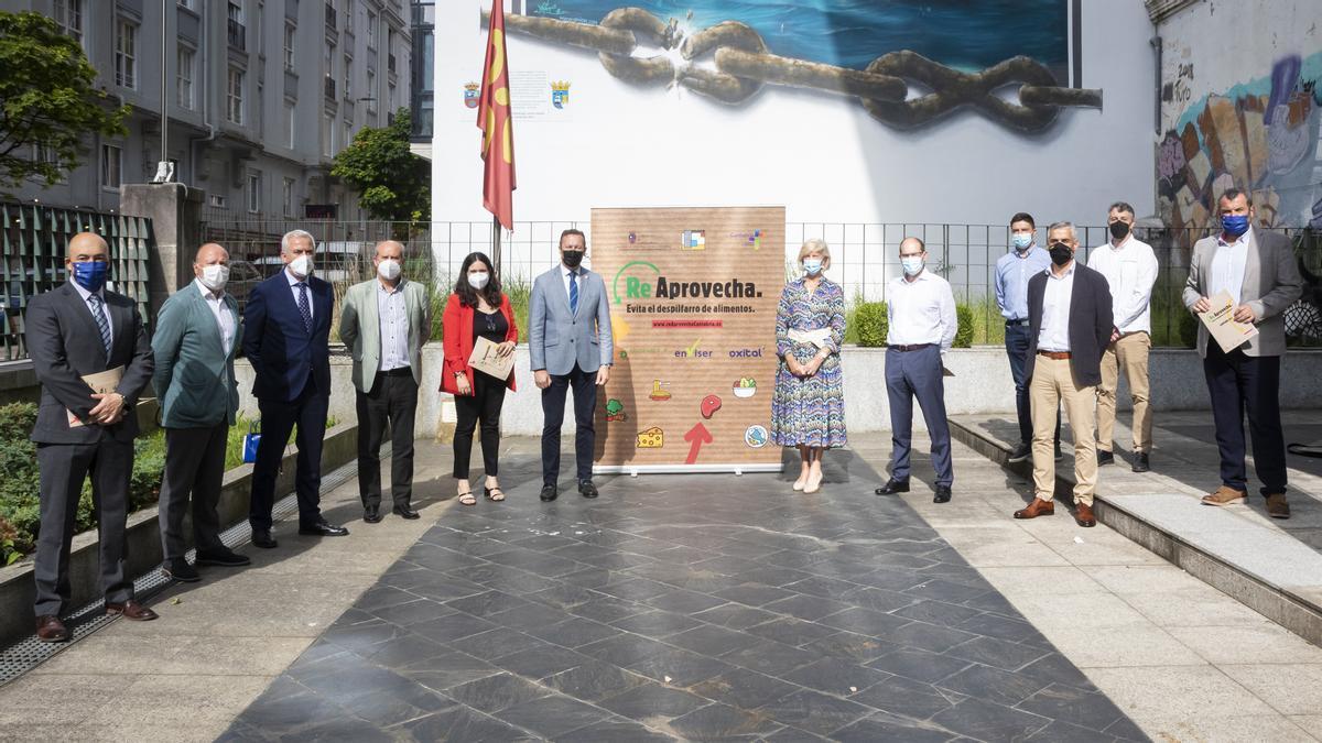 Los consejeros de Desarrollo Rural, Guillermo Blanco, y de Educación, Marina Lombó, presentan la segunda edición de lacampaña 'Re-Aprovecha: evita el despilfarro de alimentos'.