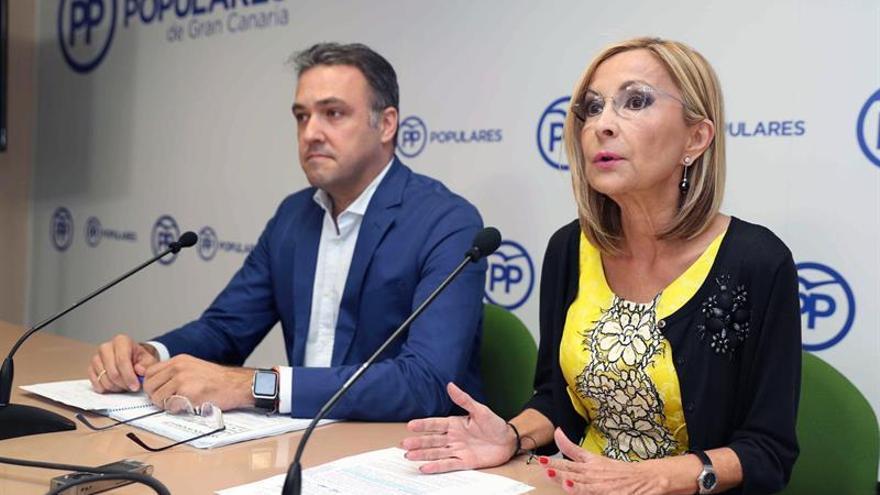 El portavoz del PP en el Cabildo de Gran Canaria, Carlos Ester; y la presidenta del Partido Popular de Gran Canaria, Australia Navarro
