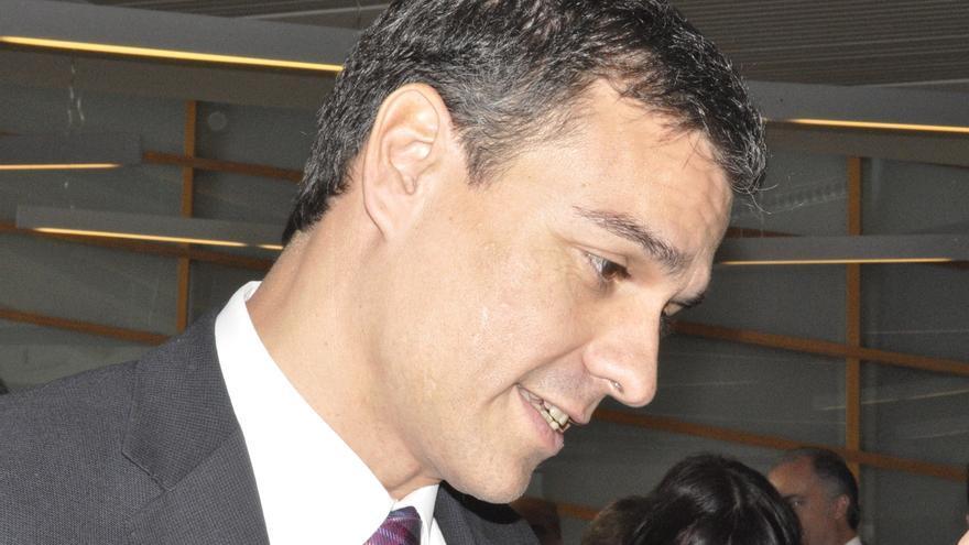 Pedro Sánchez pide que Monago comparezca en el Parlamento extremeño y se someta a una cuestión de confianza