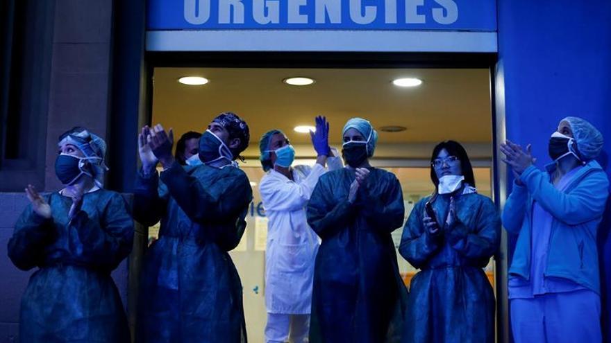 Aumentan a 1.672 los muertos en Cataluña, con 2.616 positivos más en un día