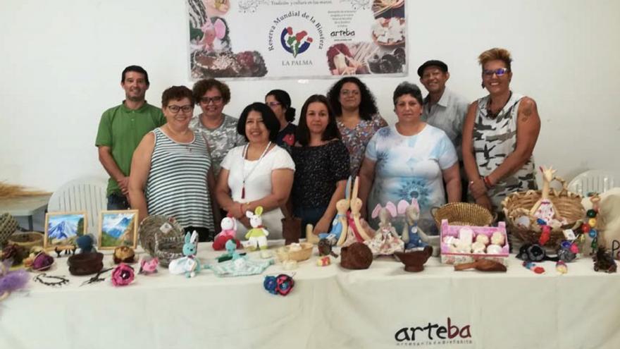 Miembros de la Asociación de Artesanos de Breña Alta  (Arteba)