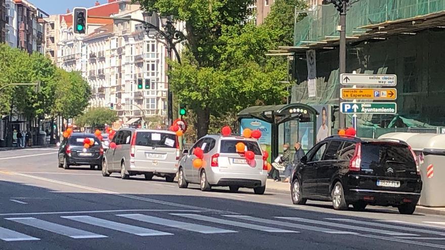 """Caravana de vehículos en Santander en contra de la """"externalización"""" de servicios en el ICASS"""