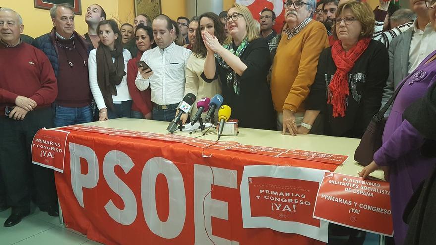 Militantes del PSOE críticos piden una nueva dirección en mayo para estar preparados en caso de adelanto electoral
