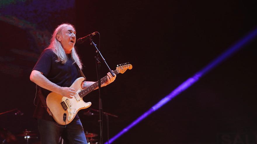 Rosendo durante su concierto en Madrid