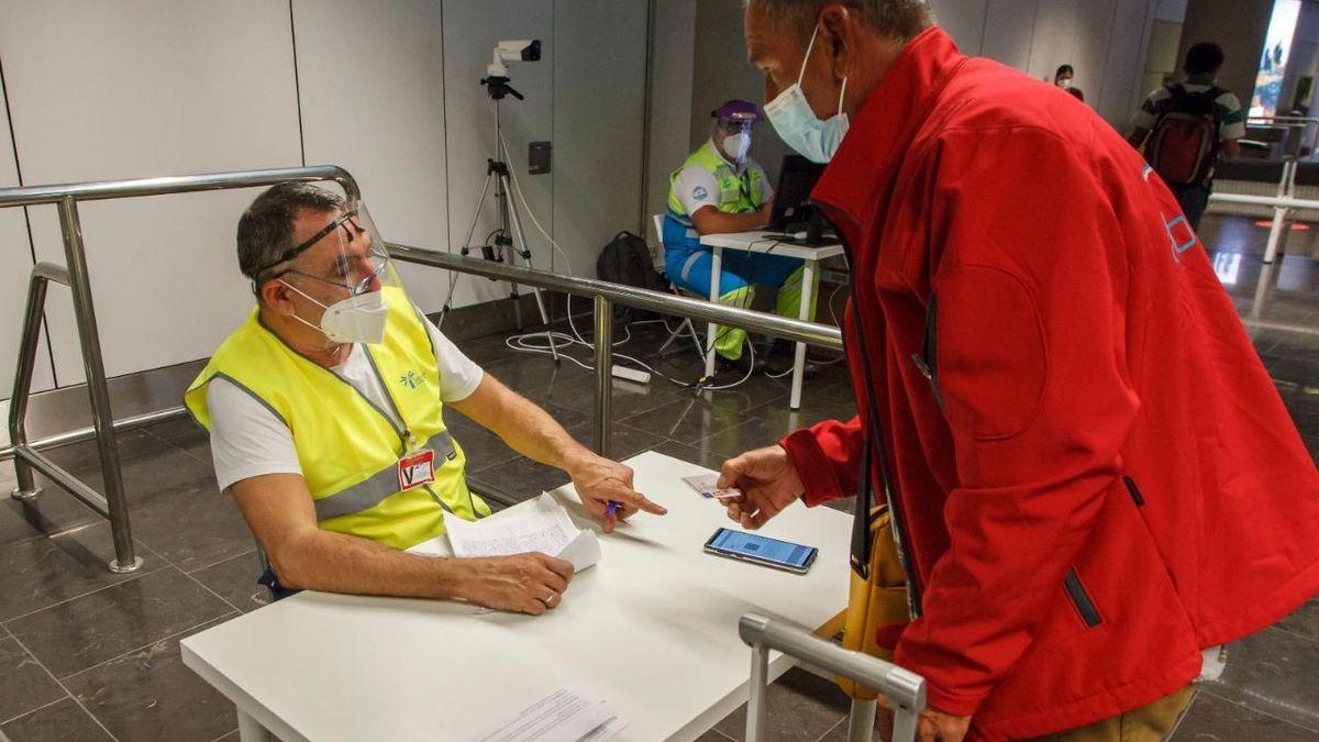 Control de PCR en un aeropuerto de Canarias