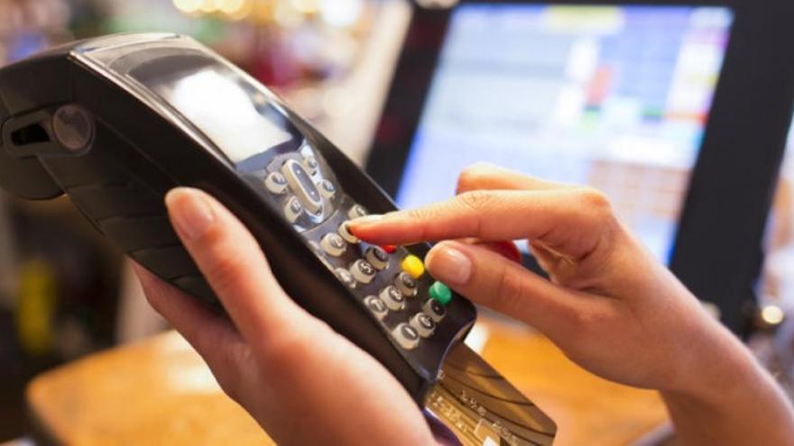 Pago con tarjeta de crédito, en una imagen de archivo.   EFE
