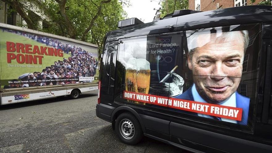 """Con la economía como eje, las acusaciones marcan la campaña del """"brexit"""""""