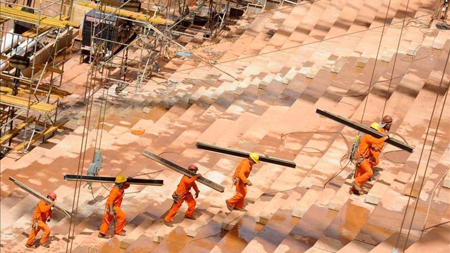 Analistas mantienen la previsión de crecimiento del 2,5 por ciento para Brasil en 2013