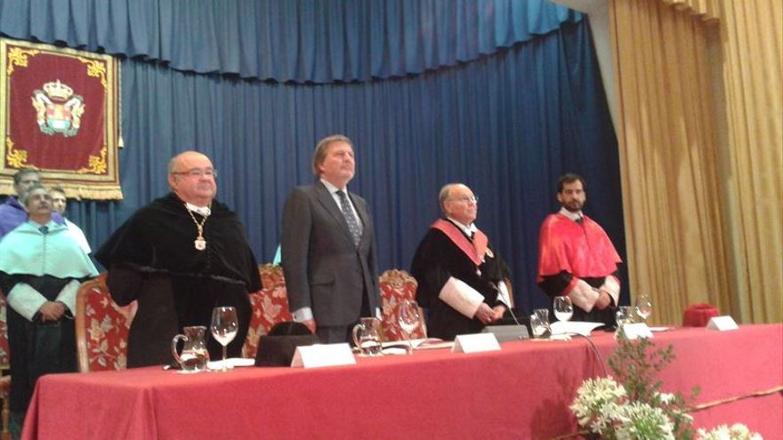 Méndez de Vigo durante su intervención en la UIMP