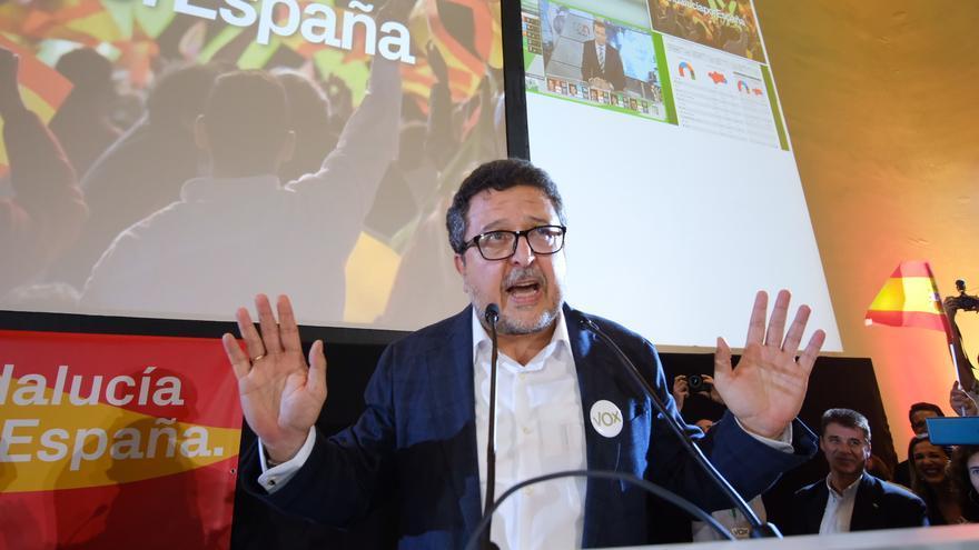 Francisco Serrano, candidato a la presidencia de Vox, durante la celebración en Sevilla /Foto: Luis Serrano