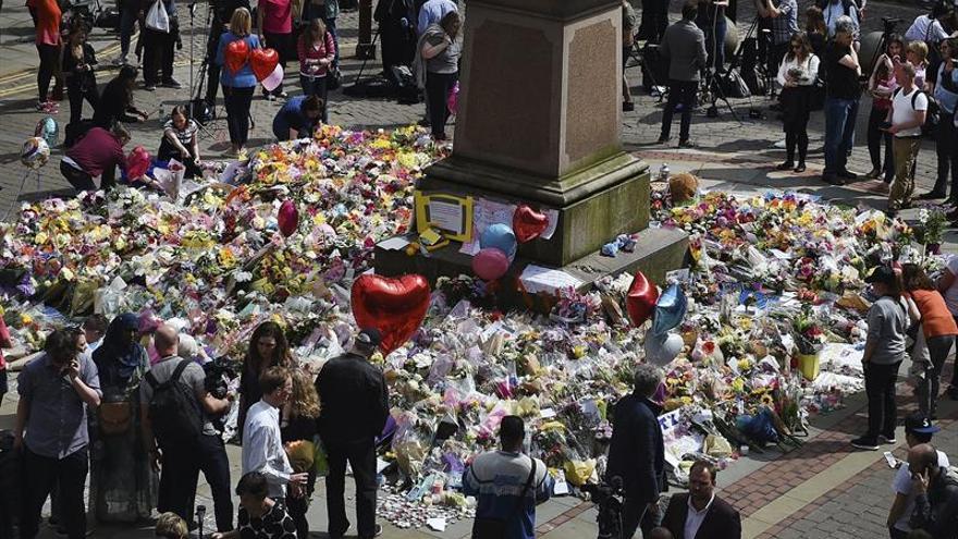 Manchester regresa a su rutina entre fuertes medidas de seguridad