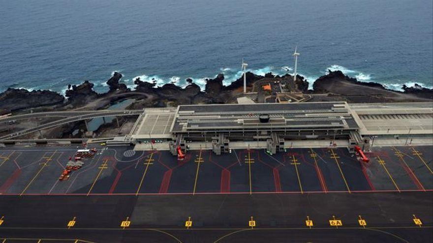 Aena invierte 9 millones en regenerar la pista del Aeropuerto de La Palma y  mejorar los sistemas de ayudas visuales