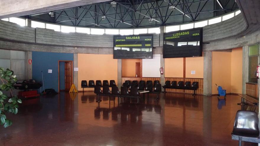 La imagen, interior de la estación de guaguas de Los Llanos de Aridane.