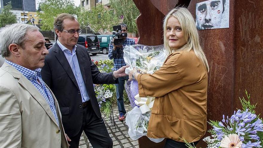 EH Bildu sitúa su asistencia al homenaje a Blanco en un ámbito de normalidad