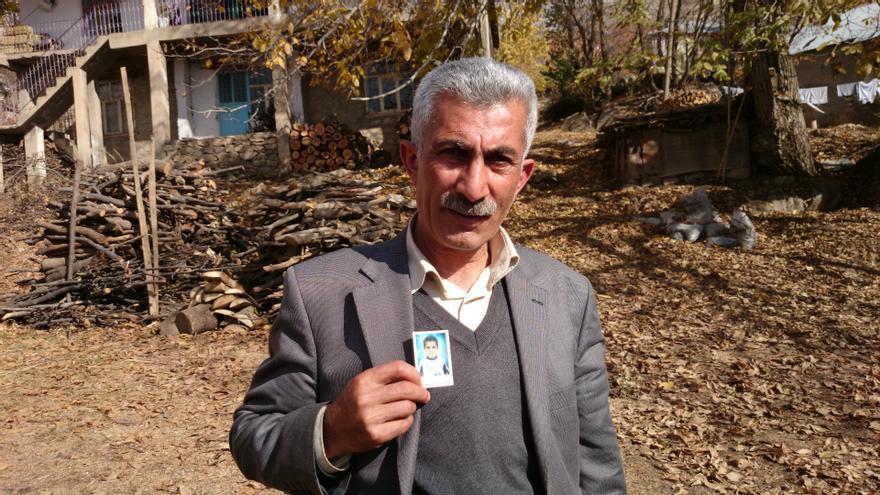 Tio de Behzat, niño fallecido por la explosión de una mina antipersona./L. M. Hurtado