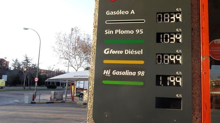 La gasolina baja un 1,62 % y el gasóleo un 1,78 por ciento en la última semana